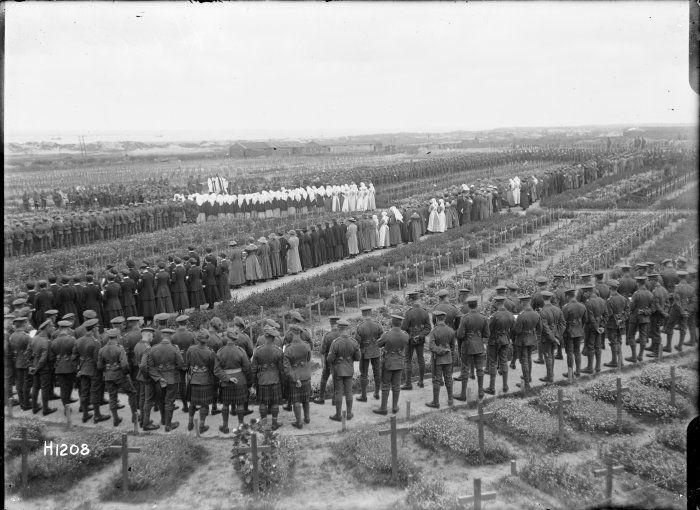 etaples-memorial-service-1918