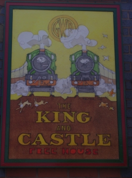 king and castle sign (267x360)