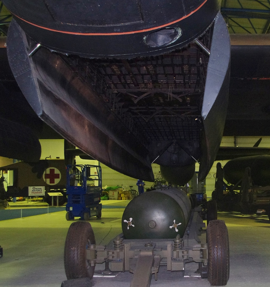 Lancaster S 2 bomb bay w blockbuster