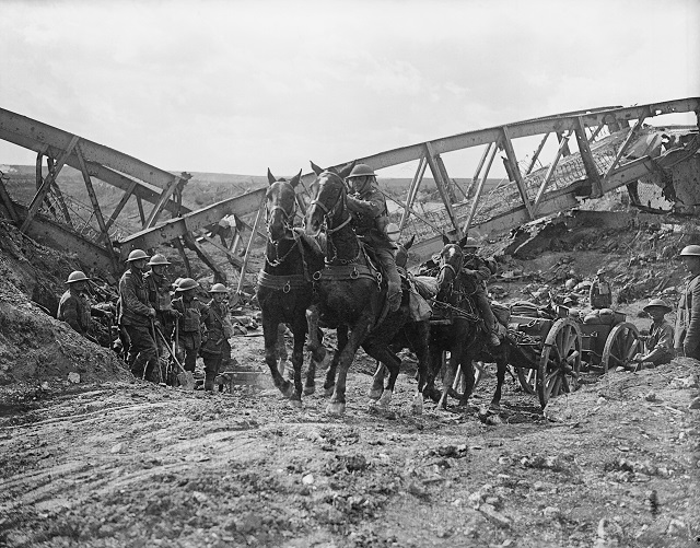 Horse_team_of_the_Royal_Field_Artillery_pulling_an_18_pounder_field_gun_up_the_slope_of_a_cutting_through_the_bank_of_the_Canal_du_Nord_